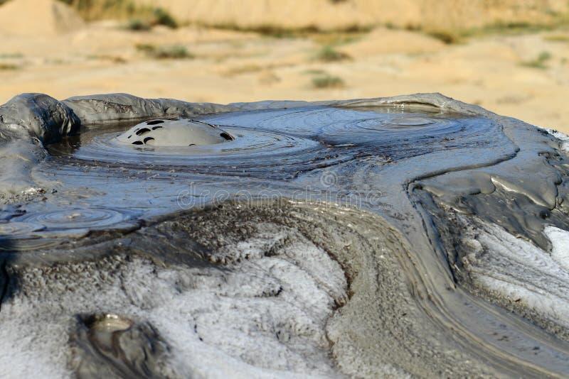 buzau причинило структурам грязи газов извержения сформированным Румынией малым вулканический вулкан стоковое изображение