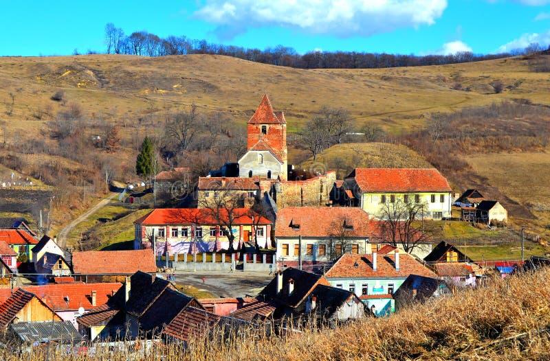 Buzd, gammal medeltida by och stärkt kyrka transylvania arkivfoton