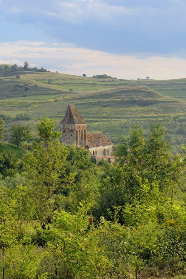 Buzd Versterkte Kerk in landelijk landschap van Roemenië royalty-vrije stock afbeeldingen