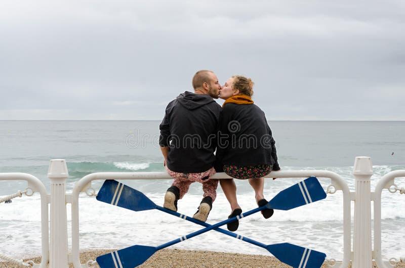Download Buziak obraz editorial. Obraz złożonej z hiszpania, całowanie - 35433680