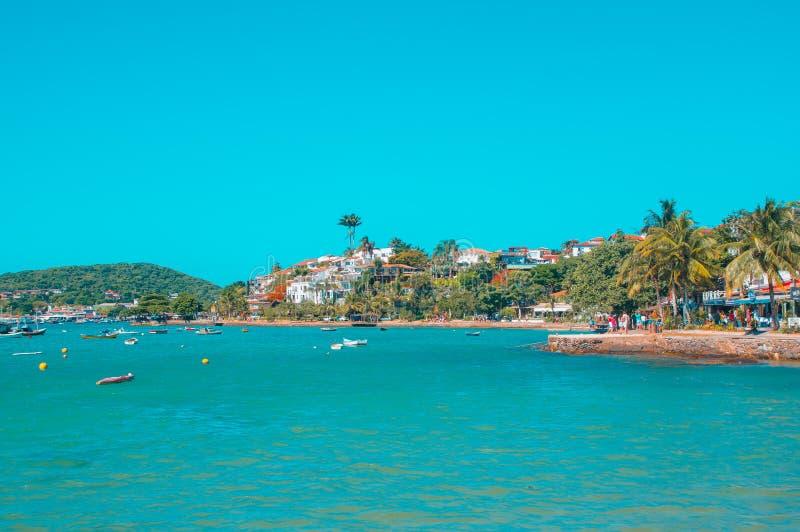 Buzios, el Brasil - 24 de febrero de 2018: Playa de Tucuns en la ciudad de Buzios, Rio de Janeiro foto de archivo libre de regalías