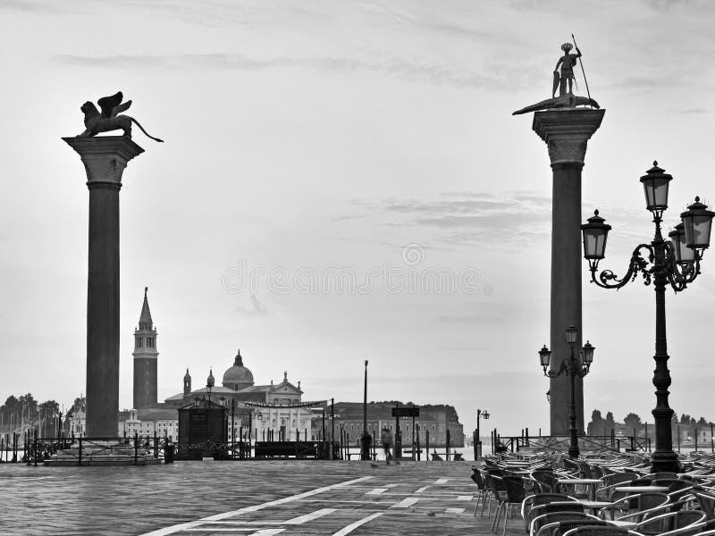 Bw ανόδου αποβαθρών στηλών λιονταριών της Βενετίας Marco στοκ εικόνα