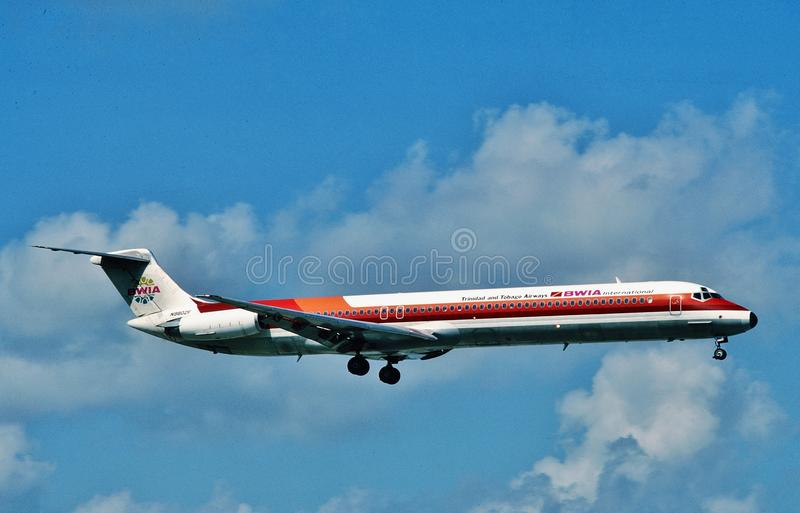 BWIA West Indies Airways ha limitato l'atterraggio di McDonnell Douglas MD-82 a Port of Spain, TRINIDAD fotografia stock libera da diritti