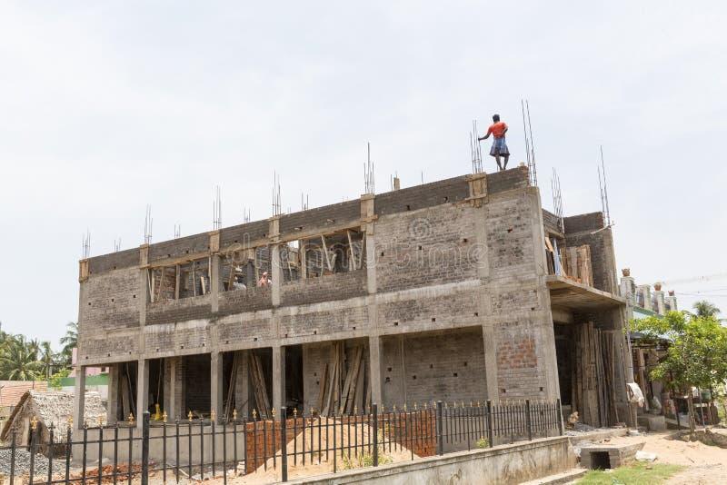 Być budującym domem, kończącym zdjęcie royalty free