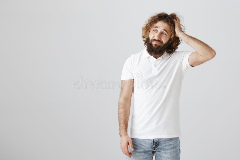 Być może mówić zmartwionego dla mój zachowania muszę Portret skołatana atrakcyjna wschodnia samiec z kędzierzawym włosy i brodą zdjęcie royalty free