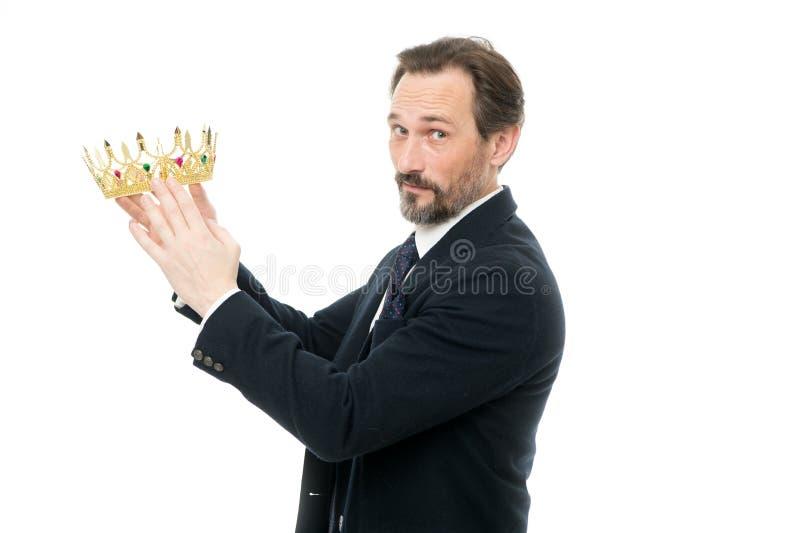 Być pomyślny Dojrzała biznesmena mienia korona Biznesowy królewiątko Sukces w biznesie Dokonywać zwycięstwo i sukces fotografia stock