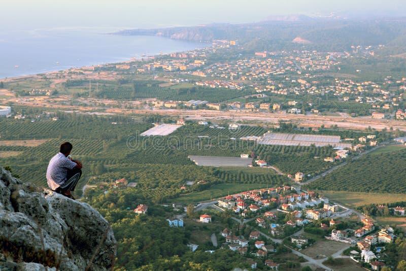 ByAntalya kust nära Kemer, Kiris och Camyuva den bästa sikten arkivfoto