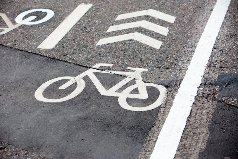 Bycicle-Linie Fahrbahnmarkierungen stockfoto