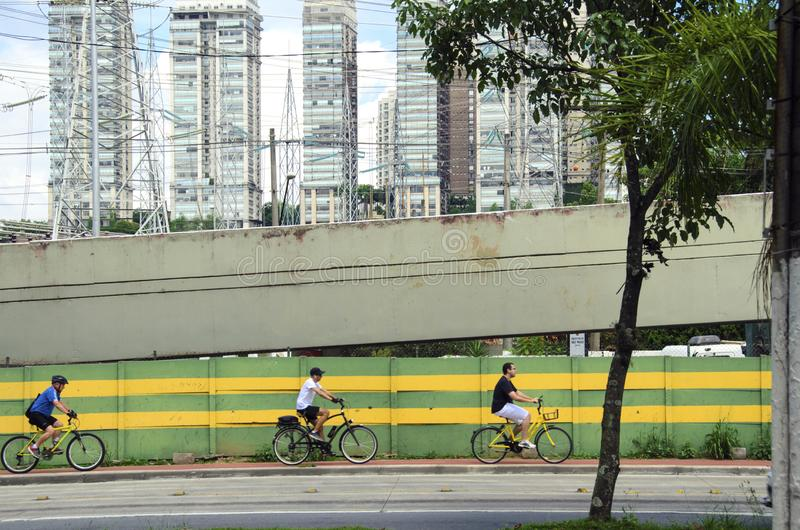 Bycicle-Reiter in Sao Paulo stockbilder