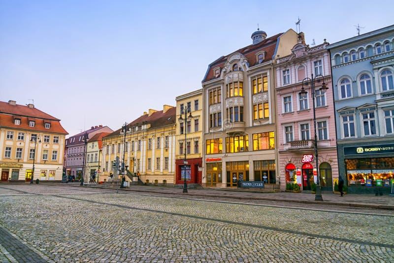 BYDGOSZCZ, ПОЛЬША, 2017 11 14, рынок в Bydgoszcz, городе Bydgoszcz ратуши красивом старом стоковые изображения rf