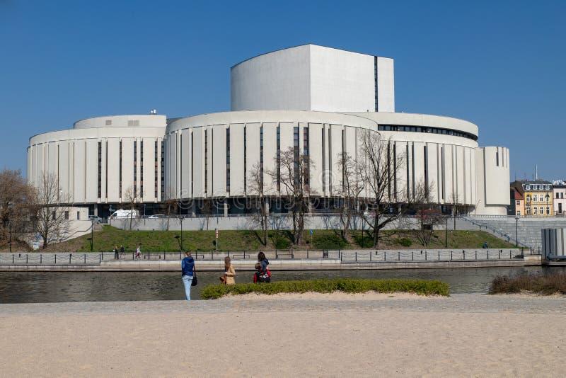 Bydgoszcz, kujawsko-pomorskie/Πολωνία - 4 Απριλίου, 2019: Κτήριο οπερών στην κεντρική Ευρώπη Σύγχρονη αρχιτεκτονική μιας εγκατάστ στοκ εικόνες