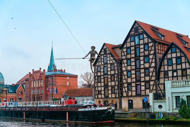 BYDGOSZCZ POLEN 2017 11 Arkitektur 14 av den Bydgoszcz staden på den Brda floden i Polen, härlig neo-gotisk arkitektur och acro arkivbild