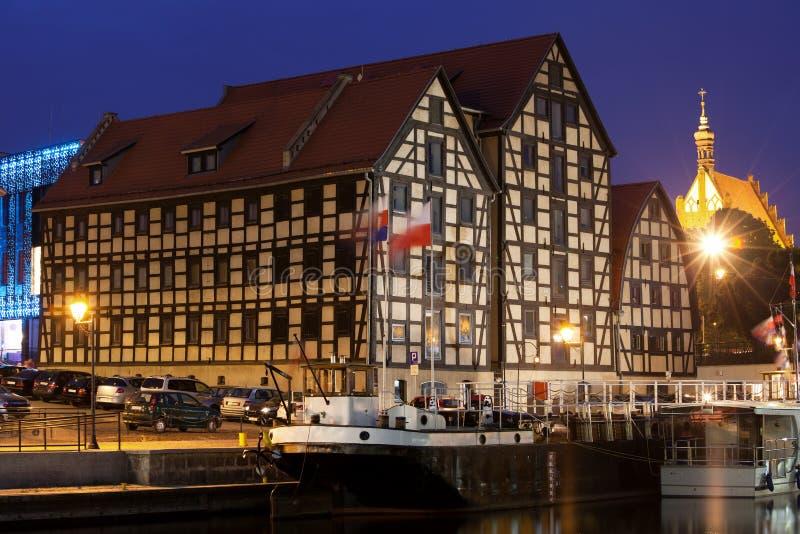 Bydgoszczgraanschuuren 's nachts in Polen stock afbeeldingen