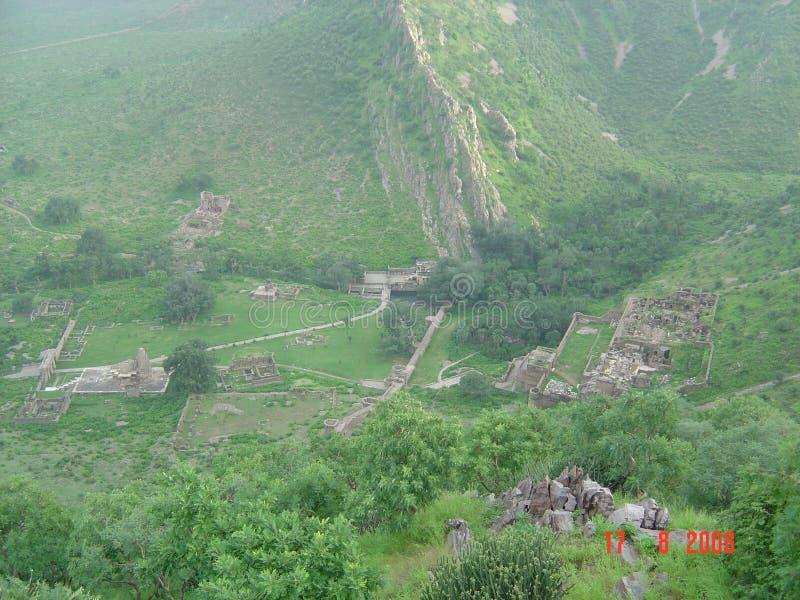 Bygd för sceniska runis för landskap forntida trädgårds- royaltyfri foto