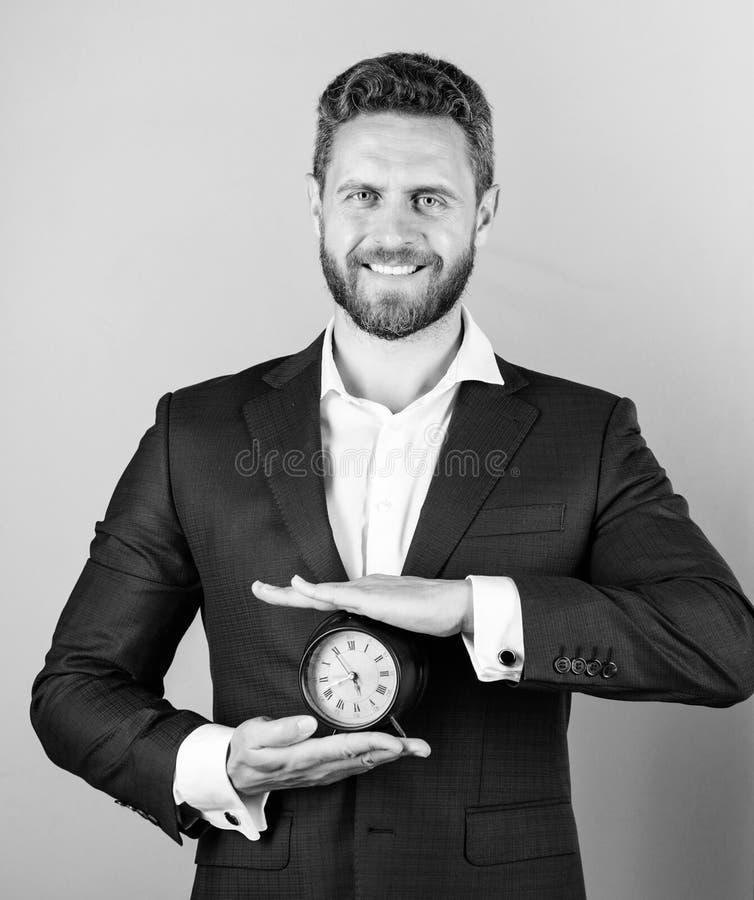 Bygg din självdisciplin Kontroll och disciplin Ringklocka för håll för dräkt för manaffär formell Brist av självdisciplin royaltyfri foto