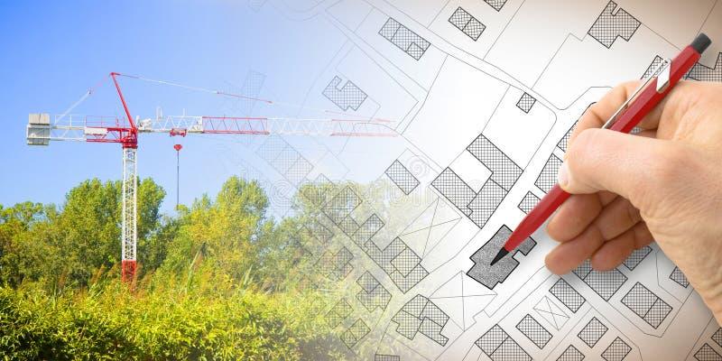 Bygga en ny stad - begreppet avbildar med och att dra en imaginär matrikel- översikt av territoriet med byggnader, fält och vägar royaltyfria bilder