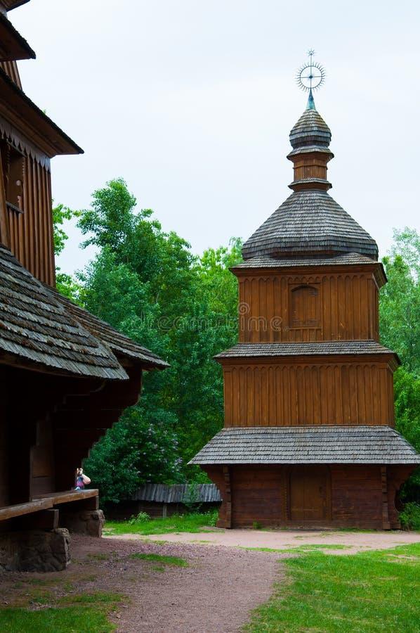 byggande forntida, kyrkligt som är wood, himmel, religion, asia, lopp, kultur, tak, porslin, gummin arkivfoton