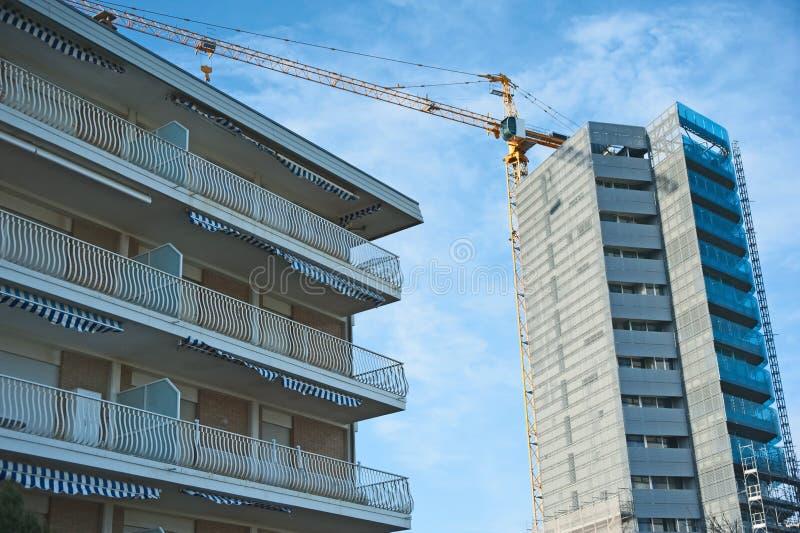 byggande hög hotellstigning arkivfoton