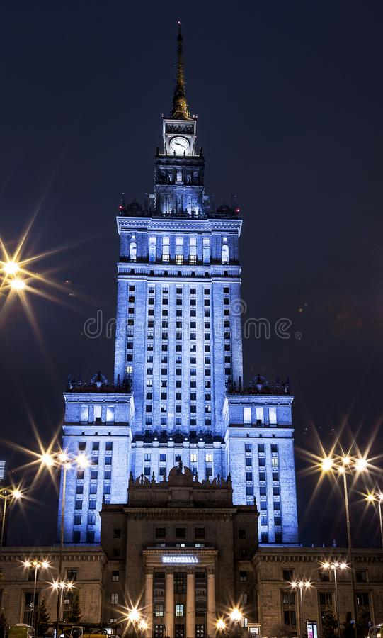 byggande hög stigning Mitt av Warszawanattstaden Warszawa poland Polska blå sommar warsaw för sky för kulturslottpoland vetenskap arkivbilder
