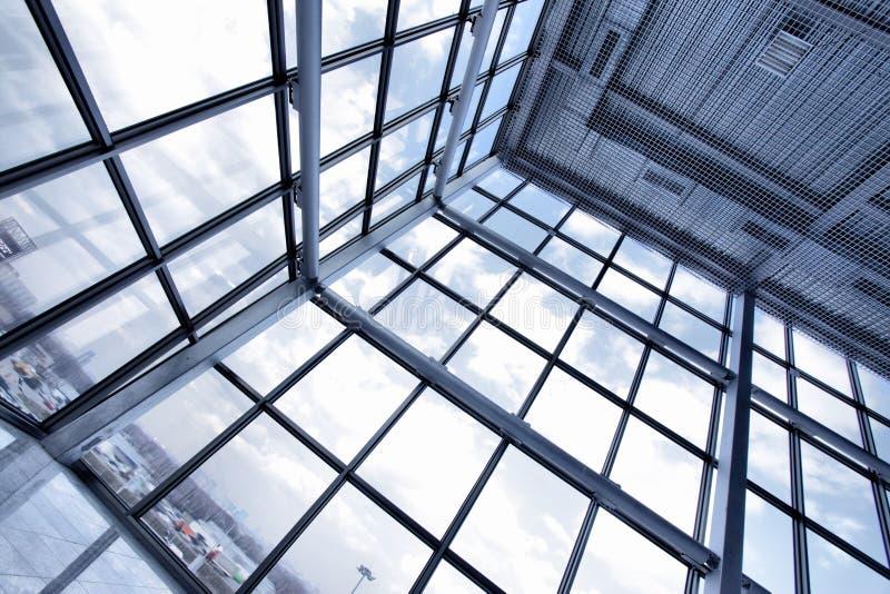 byggande industriellt stort fönster arkivfoton