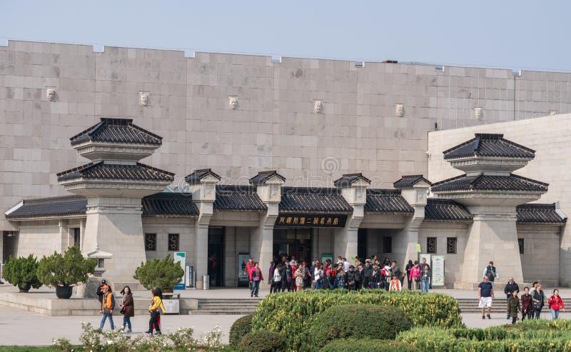 Byggande inhysa terrakottaarmékrigare som begravas utanför Xian China royaltyfri bild