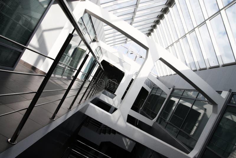 byggande inre modernt kontor fotografering för bildbyråer
