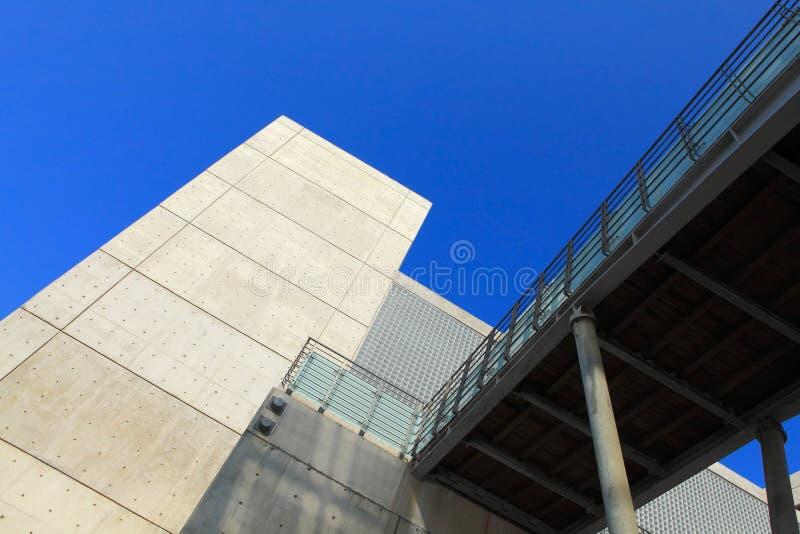 byggande konkret modern sky royaltyfri fotografi