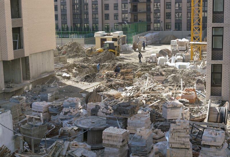byggande mång- storey Konstruktion av mång--våning bostads- byggnad arkivfoton