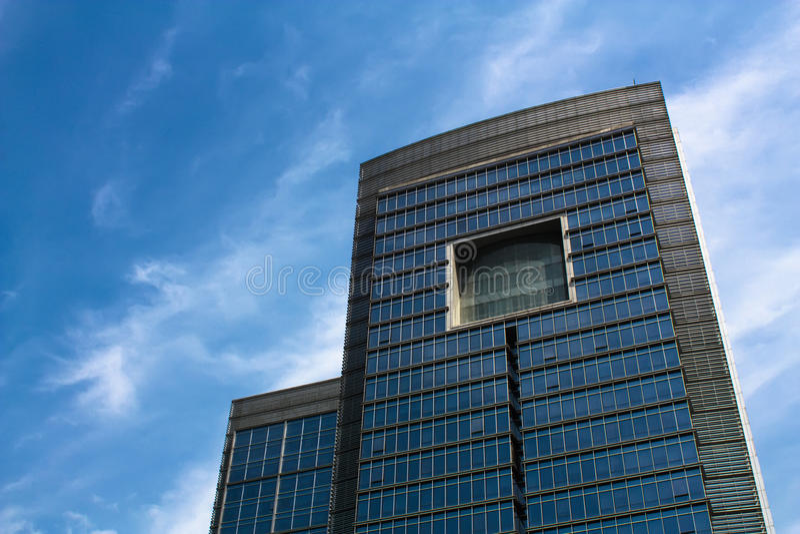 byggande stora moderna kontorsfyrkantfönster royaltyfri fotografi