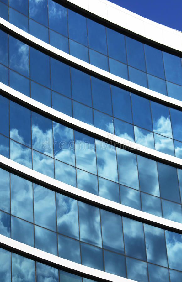 byggande tätt kontor upp siktsfönster royaltyfri bild