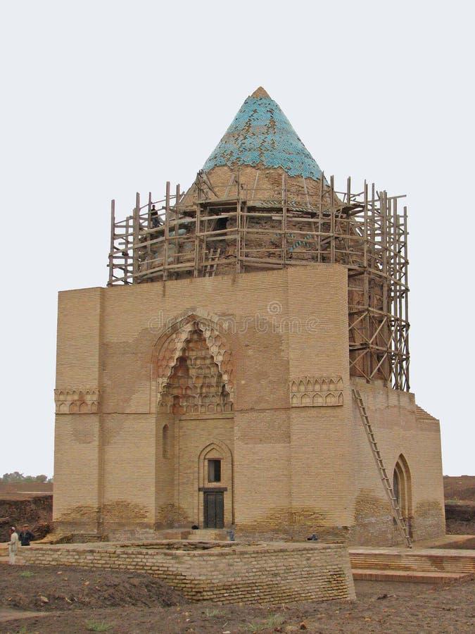 Byggd om Sultan Tekesh mausoleum i den forntida staden Kunya-Urgench royaltyfria bilder