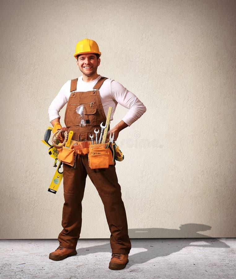 Byggmästare i gul hjälm arkivbilder