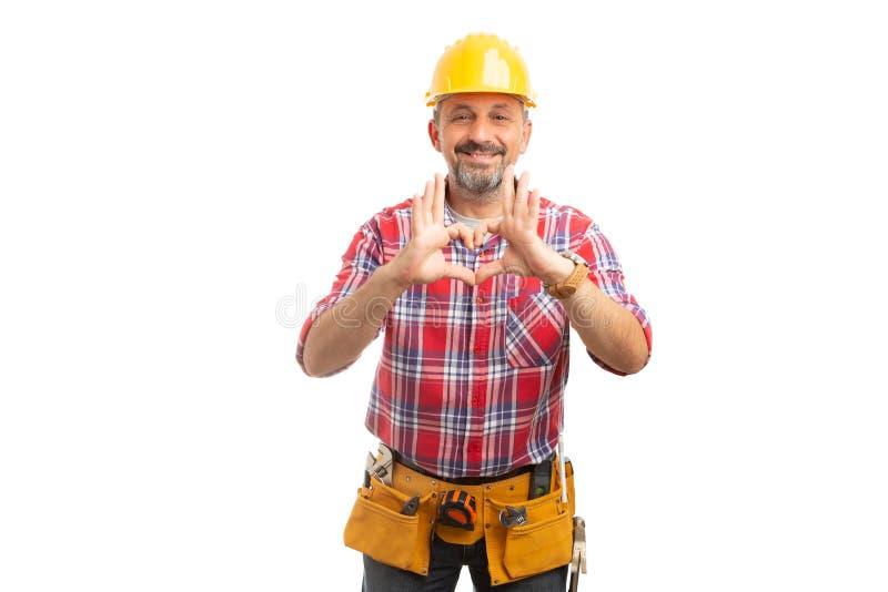 Byggmästare som rymmer hjärtasymbol med fingrar arkivbild