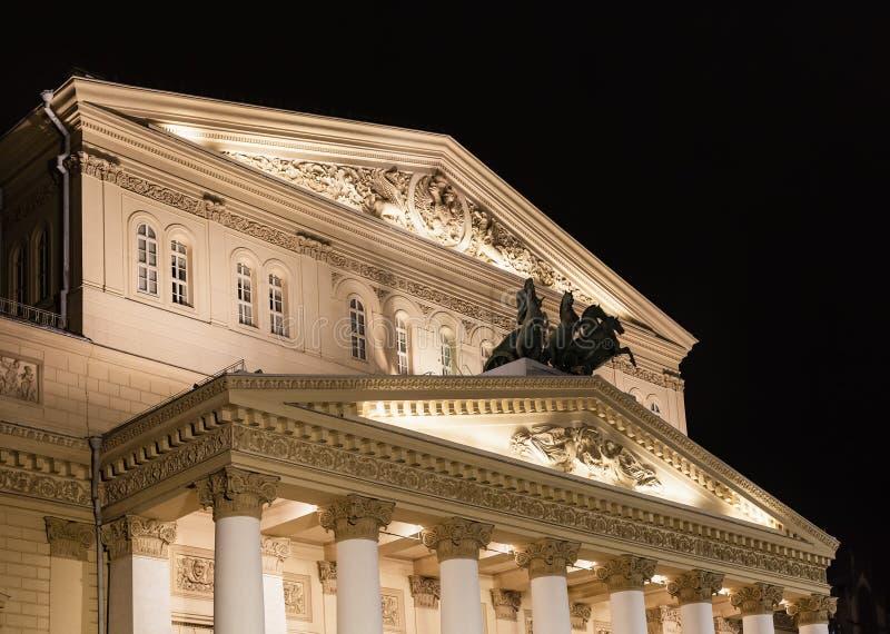 Byggnad av den Bolshoi teatern i Moskva i natt arkivfoton