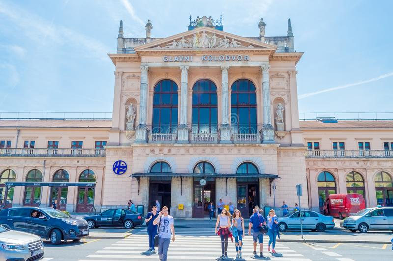 Byggnad av den centrala järnvägsstationen i Zagreb, Kroatien royaltyfri fotografi