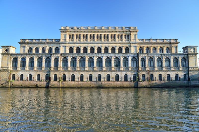 Byggnad av den gamlaKoenigsberg börsen Kaliningrad Ryssland Arkitekt Muller, neo-renässans, 1875 royaltyfri bild