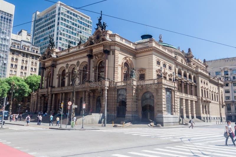 Byggnad av den kommunala teatern i Sao Paulo royaltyfri bild
