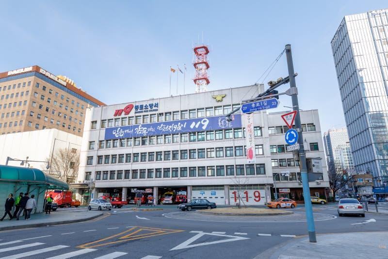 Byggnad av den Seoul Jongno brandstationen i området Jong-ro arkivbild