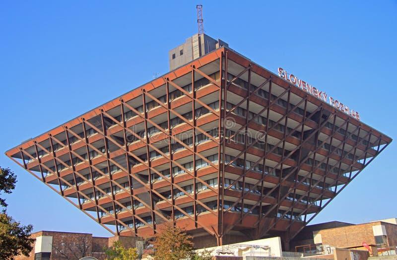 Byggnad av den slovakiska radion i Bratislava royaltyfria foton