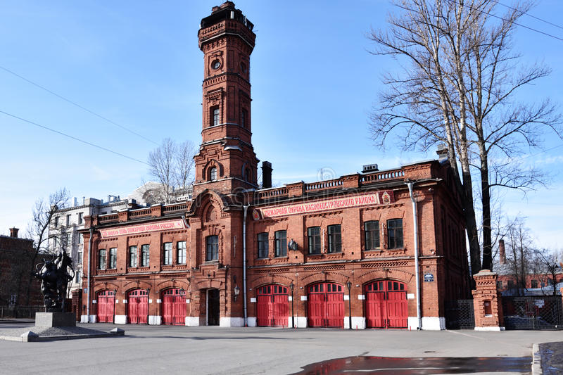 Byggnad av den tidigare brandstationen i St Petersburg, Ryssland royaltyfri bild