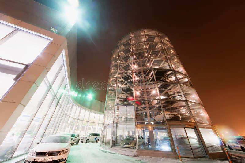 Byggnad av den Volkswagen mitten Warshavka arkivfoton