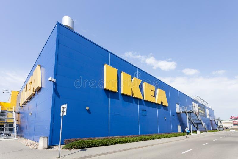 Byggnad av det IKEA lagret i Warszawa, Polen fotografering för bildbyråer