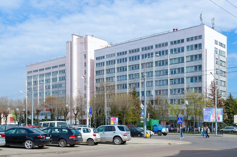 Byggnad av fabriksledning av materielföretaget StankoGomel, Vitryssland för öppen skarv arkivfoto