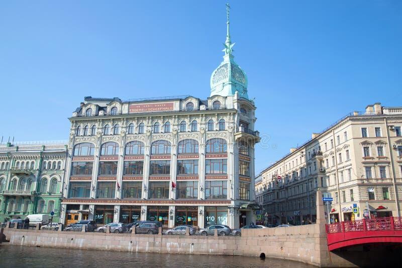 Byggnad av gallerian av ` på huset för handel för Krasny bro` av Esders och Skheyfals St Petersburg arkivfoto