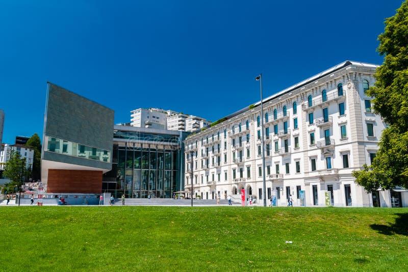 Byggnad av GUMMILACKA Lugano Arte e Cultura Kulturell mitt tilldelad till bildkonsten, musik och föreställningskonsten royaltyfria foton