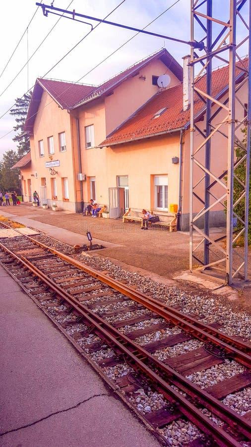 Byggnad av järnvägsstationen i Nova Kapela, Slavonien region fotografering för bildbyråer