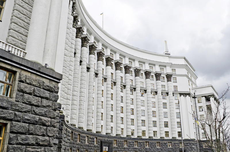 Byggnad av kabinettet av ministrar av Ukraina arkivbild