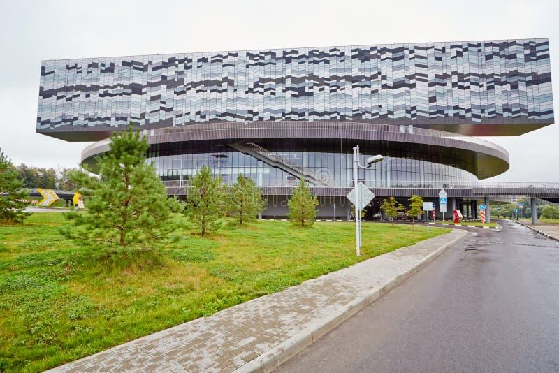 Byggnad av Moskvaskolan av ledning SKOLKOVO royaltyfria bilder