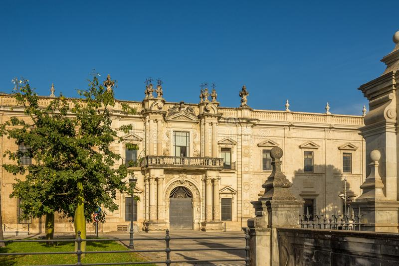 Byggnad av universitetet av Sevilla - Spanien arkivbild