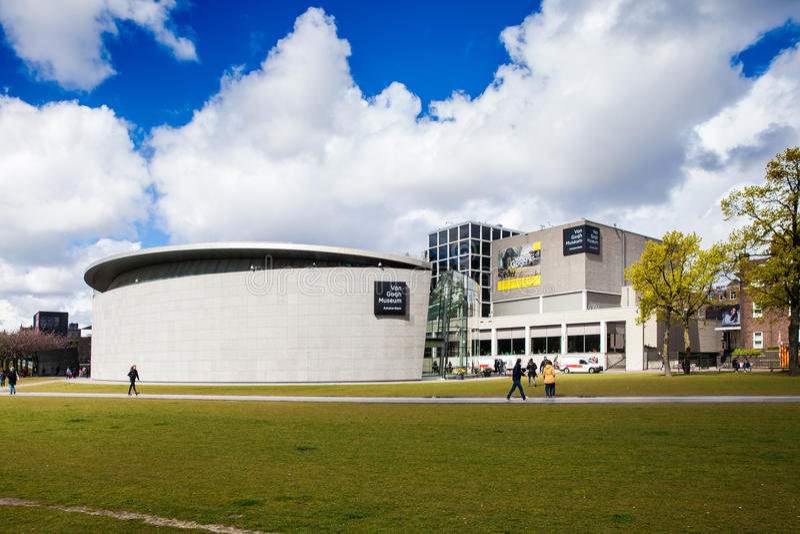 Byggnad av Van Gogh Museum i Amsterdam, Nederländerna royaltyfri foto